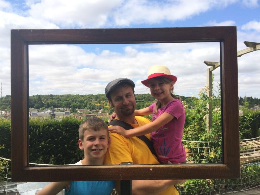 framed the family in the Lansyer gardens