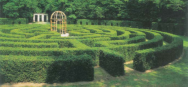 Borrowed a picture of the maze from here - I couldn't get one at such a nice angle :)