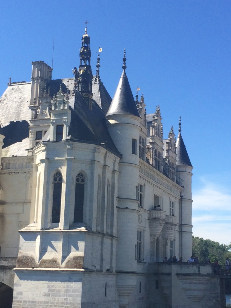 a side-view of the front of the Château, love the intricate details.