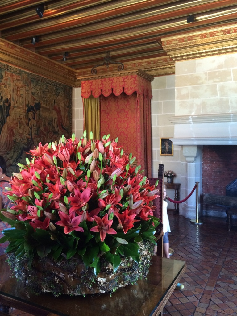 Incredible massive floral arrangements were all over the château, lilies and roses and more, all between 3-4' in diameter!