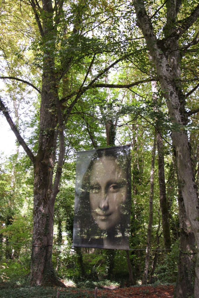 Mona Lisa in the trees.