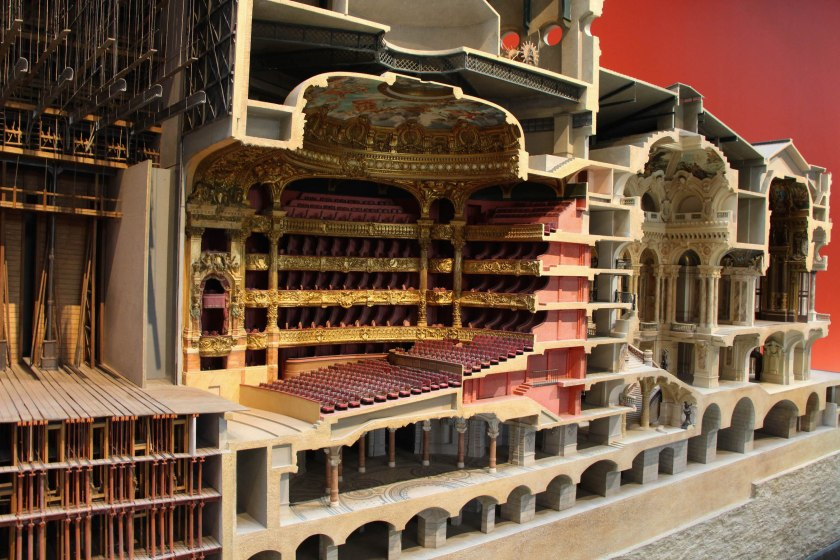 Loved this model of l'Opéra Nationale in the d'Orsay, especially since we didn't have the chance to visit it in person. Look at the number of screens for set changes! And that's not even half of them...