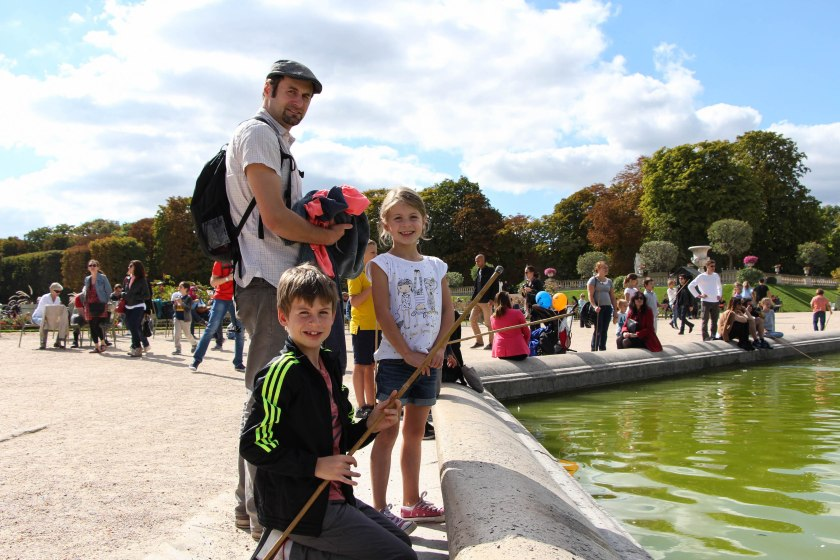 Derek and the kids at the pond in the Jardins de Luxembourg.