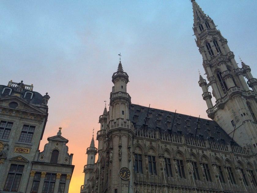 Sunset behind l'Hôtel de Ville in Grande Place.