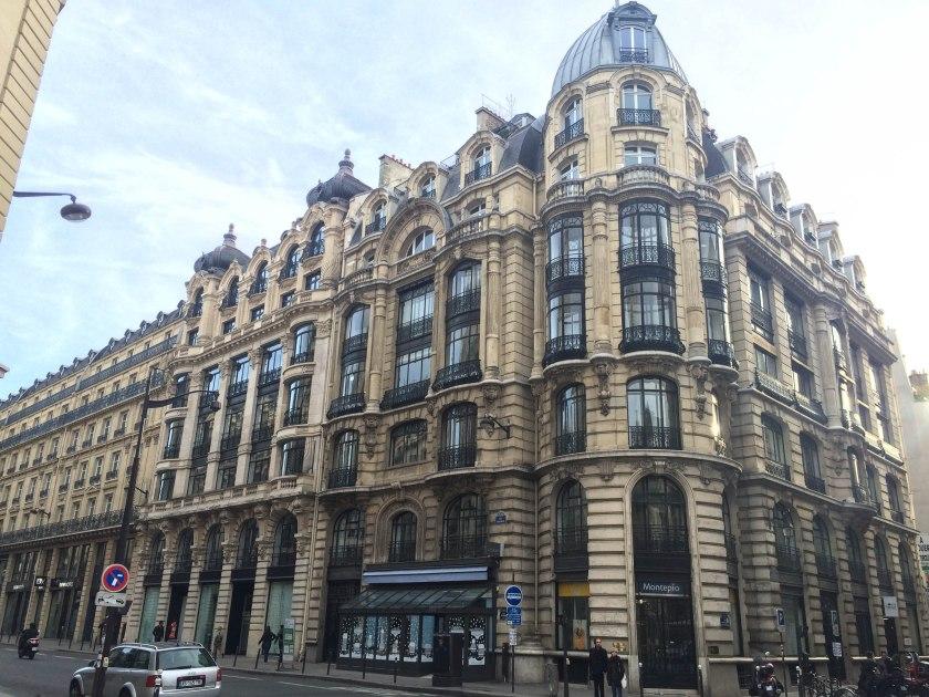 montmartre building 2