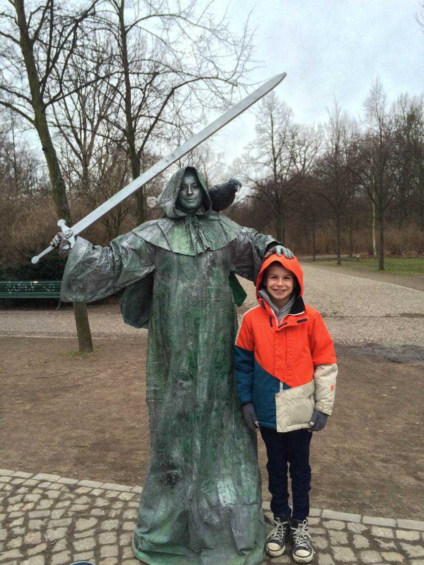 statue and oli