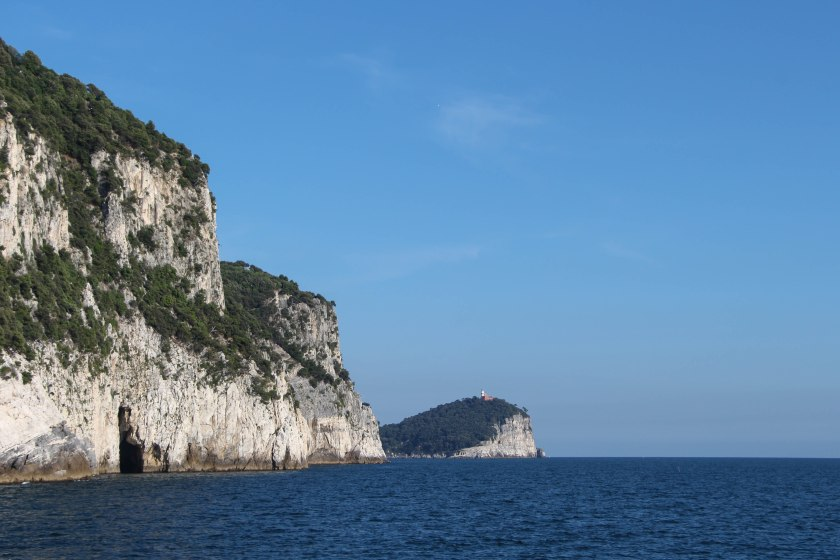 Palmaria and cliffs/caves from water