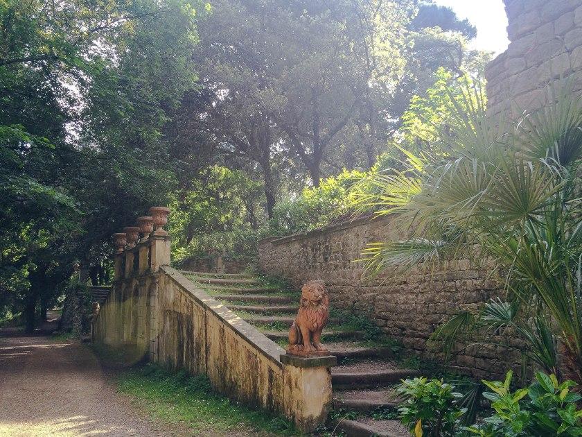 giardino stibbert lion steps