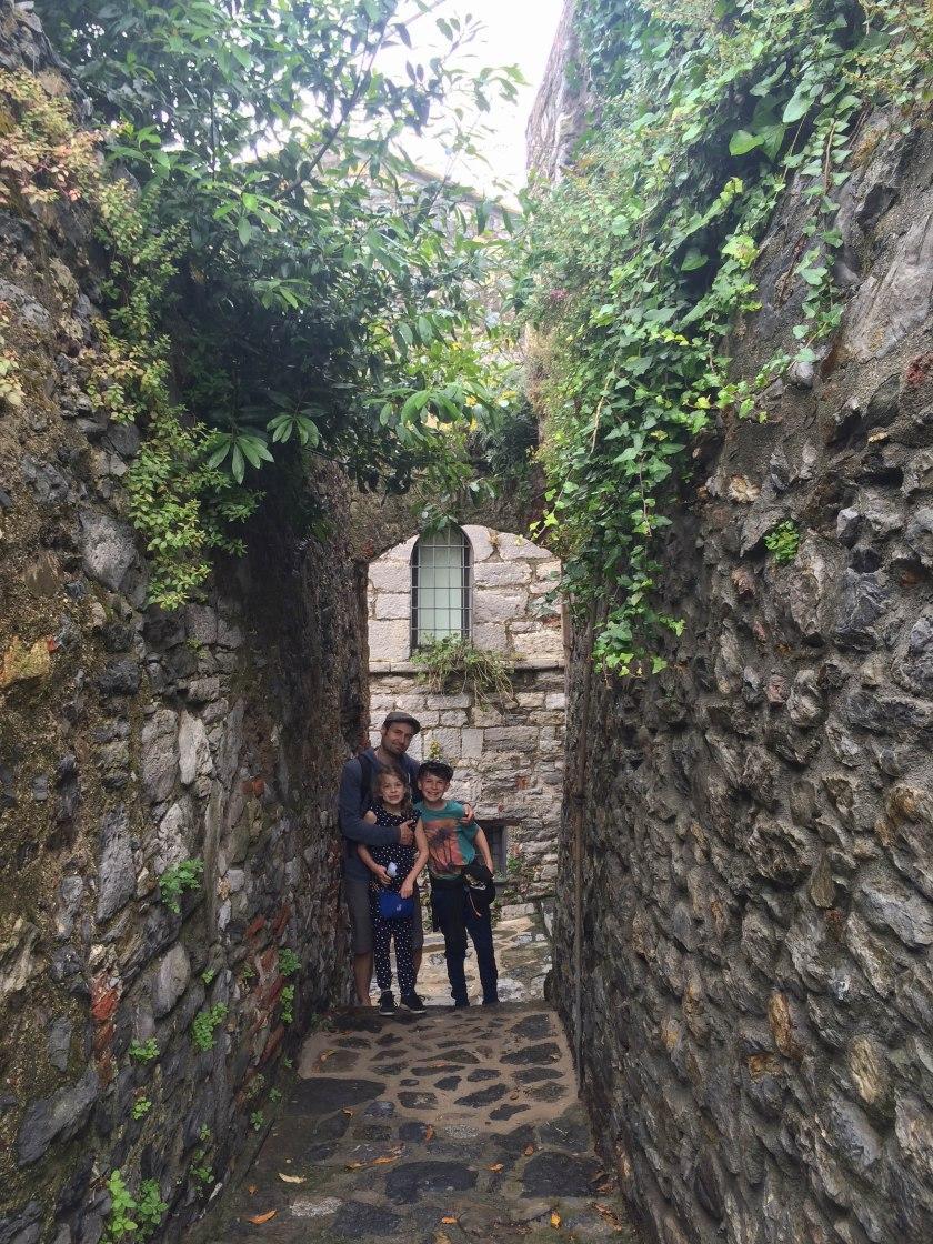 portovenere derek kids archway alley